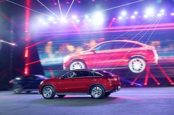 梅赛德斯-奔驰GLE 400 4MATIC运动SUV配备动态操控选择(DYNAMIC SELECT)系统,可在五种不同驾驶模式之间选择,呈现无以伦比的驾驶动态性能