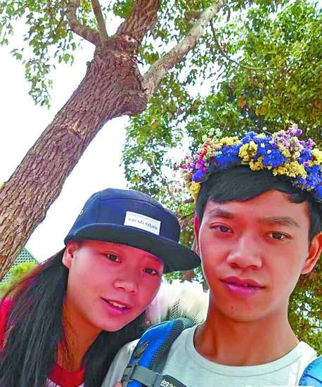 王健和妹妹王艳。
