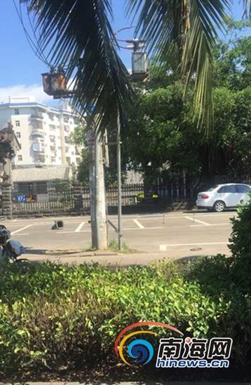 海瑞故居门前停车场(南海网记者马伟元摄)