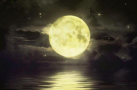 今年9月28号当天,月球运行在椭圆轨道上的近地点,且正好是满月。此时,月亮会比平常看上去更大,也就是人们理解的最大最圆月亮,也称超级月亮。《文汇报》报道,这次的超级月亮将主演月全食,整个北美洲和南美洲、欧洲、非洲和太平洋东部地区都可以观看到。不过遗憾的是,月全食发生时间约为北京时间9月28号早上9点45分,中国正值白天,不能一睹红月亮的风采。根据美国太空总署消息,自1900年以来,人类一共才看到过5次超级月亮的月全食,上一次发生在1982年,而下一次则要等到2033年才会出现。   热点新闻:
