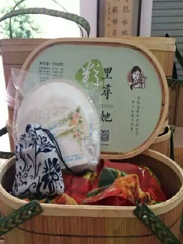 """金姐粽子端午节推出的""""粽里寻她""""礼盒"""