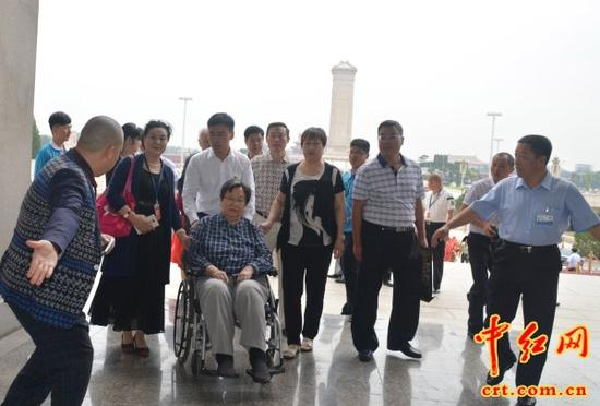 2015年9月9日,在毛泽东主席逝世39周年的日子,毛主席女儿李讷(坐轮椅者)来到毛主席纪念堂。