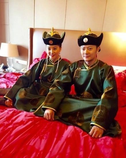 【婚嫁】印小天内蒙古办婚礼 穿民族服装豪迈