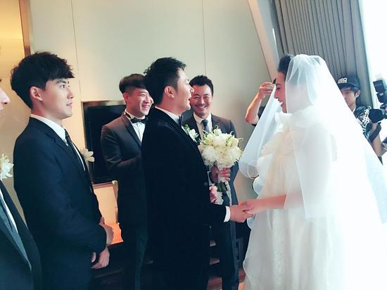 【婚嫁】印小天大婚 娇妻婚纱掩孕肚
