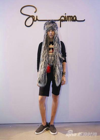 设计师伦思博纽约看秀 造型前卫展示华人时尚