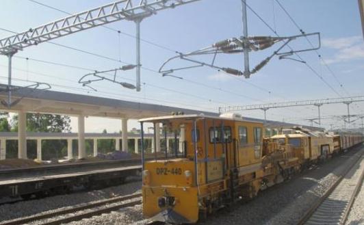 图为新建海南西环铁路一站台。