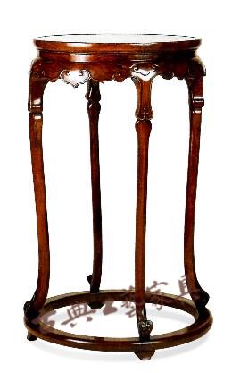 圖9 四腿香幾明代(1368-1644)黃花梨高93厘米直徑56厘米(中國古典家具博物館,文藝復興時期,加利福尼亞)