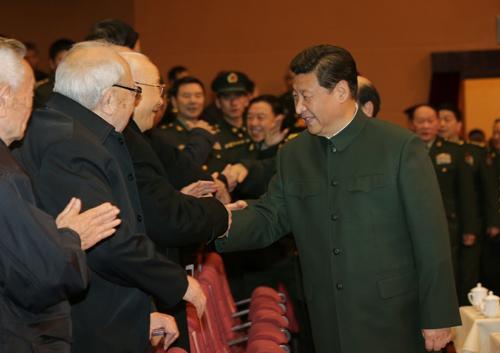 图为:2014年1月20日,中央军委慰问驻京部队老干部迎新春文艺演出在北京举行。习近平出席,向在座的军队老同志,向全军离退休老干部,致以新春问候和祝福。