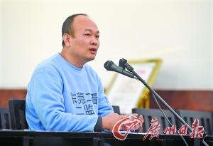 """陆丰""""坟爷""""林耀昌今年1月13日在东莞受审,不承认自己有罪。广州日报记者石忠情摄。"""