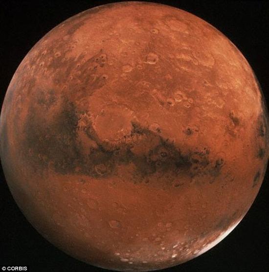 """马斯克认为,按照目前的环境状况,火星还不能算是一个适宜居住的行星。但他仍然认为火星就是""""一间需要修理一下的屋子""""。他认为,只要火星的温度能够上升,它的居住环境就将得到显著改善"""