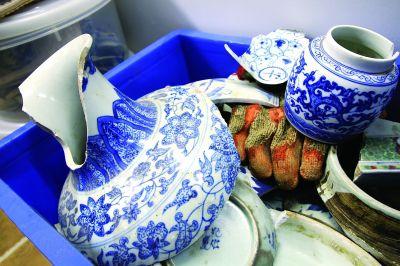 谢伟垣搜集的一些仿古青花瓷标本。