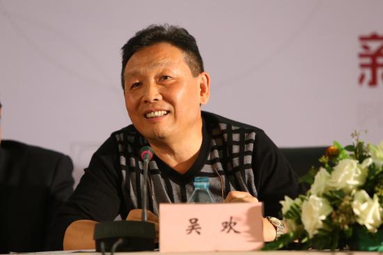 全国政协委员、全国文联香港总会的执行副会长吴欢