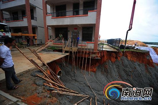 9月15日,陵水相关部门开展救援现场。(南海网记者沙晓峰摄)