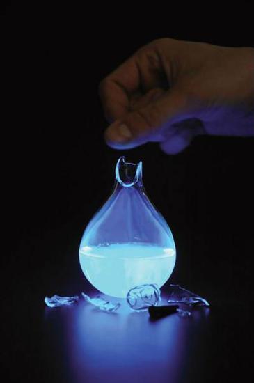荷兰艺术家发明人血燃料灯:一滴血照亮整间房