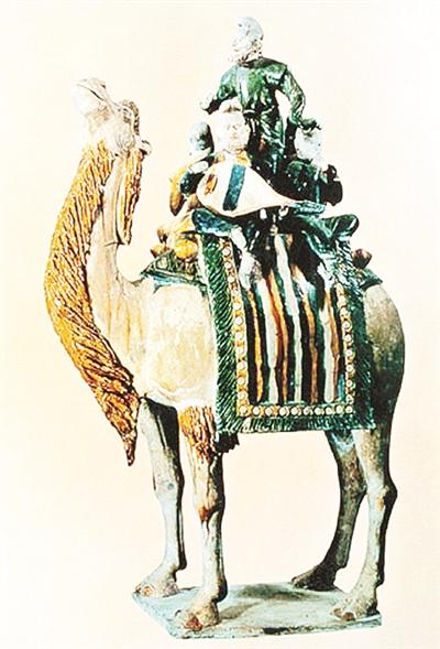 唐代三彩駱駝載樂胡人俑