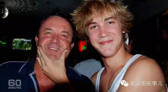 布里奇与16岁的儿子