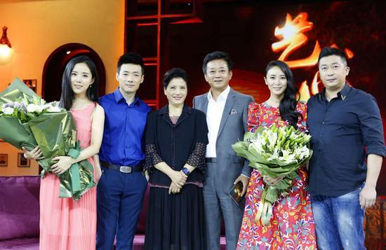 崔新琴做客艺术人生 学生颜丹晨祖峰陪伴图片