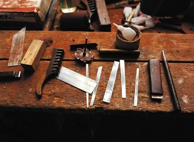功能齐全的工具保证了雕刻效果。