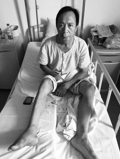 伤者唐先生在医院接受治疗