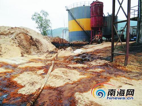 酒精废液浓缩罐泄漏成污染之源。