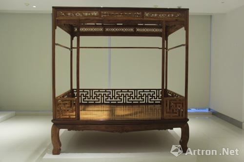 海南黃花梨六柱架子床