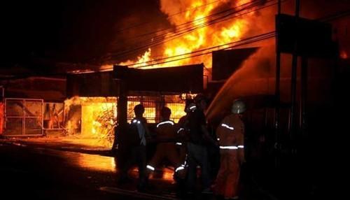 澳大利亚男子因懒得整理房间,竟将房屋烧毁,损失达10万澳元。