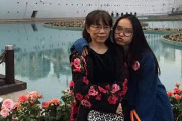 著名女作家杜虹与女儿。(新浪科技配图)