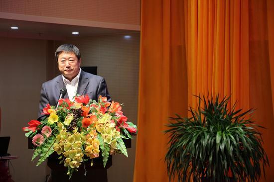 内蒙古金融网创始人、董事长、内蒙古职场女性榜样活动发起人张学跚致辞
