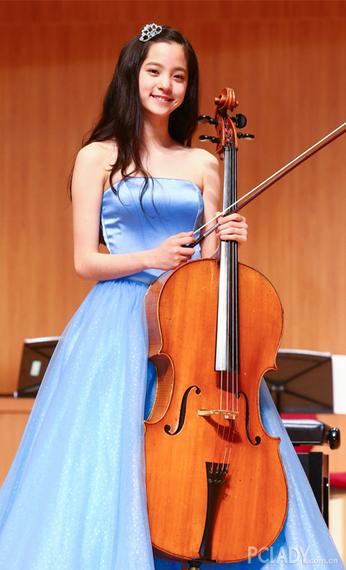 清纯妹子欧阳娜娜,现在十五岁的她就已成为台湾著名的大提琴演奏家.图片
