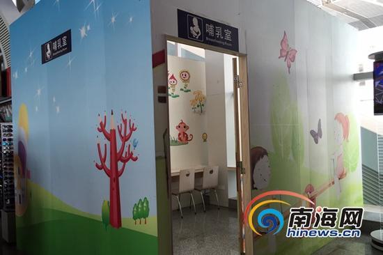 海口火车东站候车大厅的厕所管理比较到位,厕所旁还贴心地配备了哺乳室。(南海网记者 黄丹 摄)