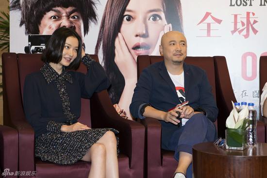 新浪娱乐讯 电影《港囧》于9月21日在上海举行首映发布会,导演徐峥携主要演员包贝尔、杜鹃、李灿森、葛民辉亮相。