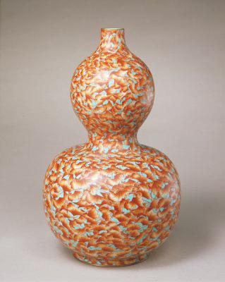 松石綠地礬紅彩雲蝠紋葫蘆瓶,清乾隆,現藏於北京故宮博物院
