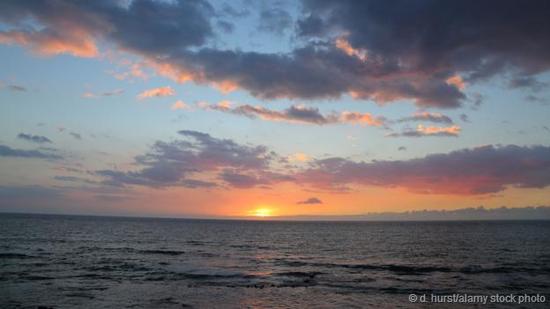 海洋储存了大量的热能。