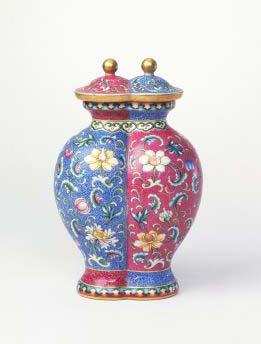 琺瑯彩纏枝蓮紋雙連瓶,清乾隆,現藏於北京故宮博物院