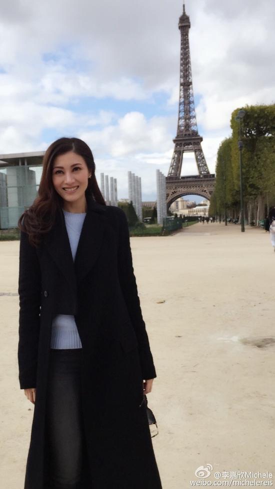 李嘉欣晒巴黎美照甜笑动人