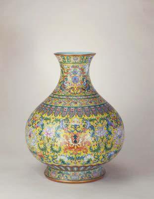 黃地粉彩勾蓮紋大尊,清乾隆,現藏於北京故宮博物院