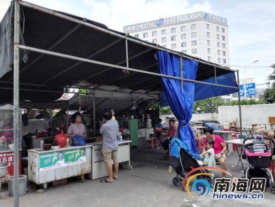 海口金垦路海南省日杂公司金牛岭住宿区内的早餐店没有办理任何证照。