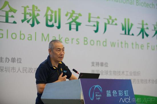 9月23日,2015深圳国际BT领袖峰会,华大基因董事长汪建发表演讲。
