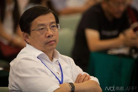 辞官下海的华大基因国家基因库主任梅永红出席论坛。