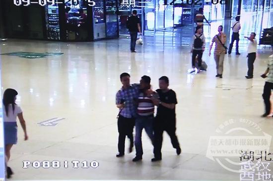 铁路民警抓获伺机作案的嫌疑男子吴某