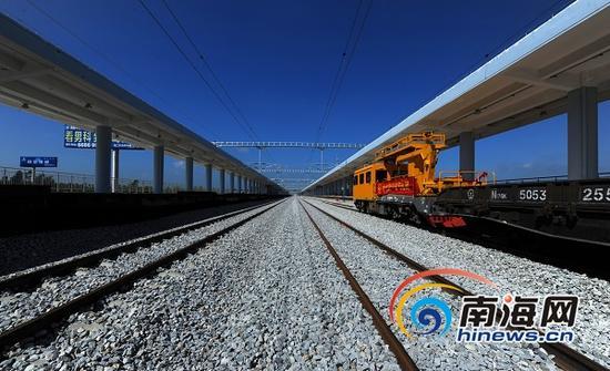 海南西环高铁老城站站台主体工程已完工。(南海网记者李晓梅摄)