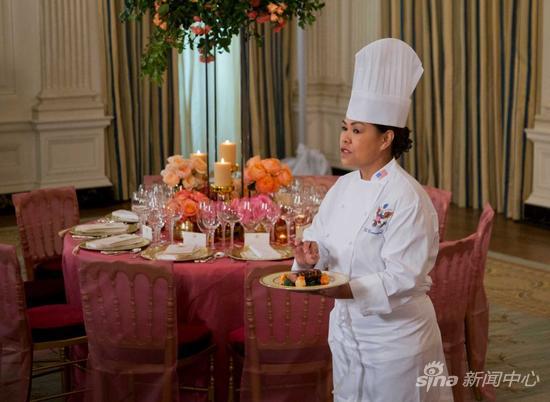 """白宫主厨科莫福德介绍此次国宴以""""秋天""""为主题,展现中美关系的丰收、美国主人的热情与好客。"""