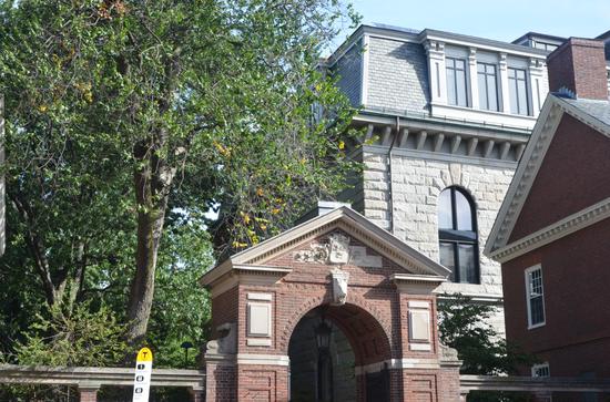 美国哈佛大学校门