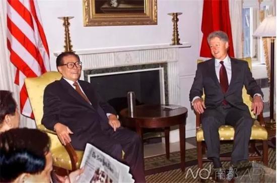 当地时间2000年月8日,美国纽约华尔道夫酒店,克林顿和江泽民进行私人会面。资料图片