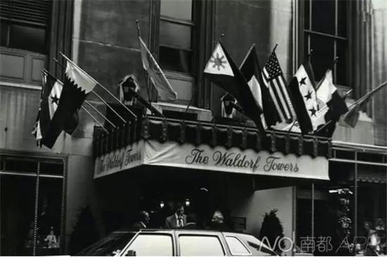 1946年,二战结束后,美、英、法、苏4个战胜国代表在华尔道夫酒店塔楼的一个套间里签订了《世界和平协议》。资料图片