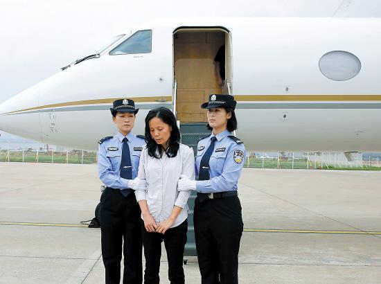美国将包机向中国遣返逃犯和非法移民