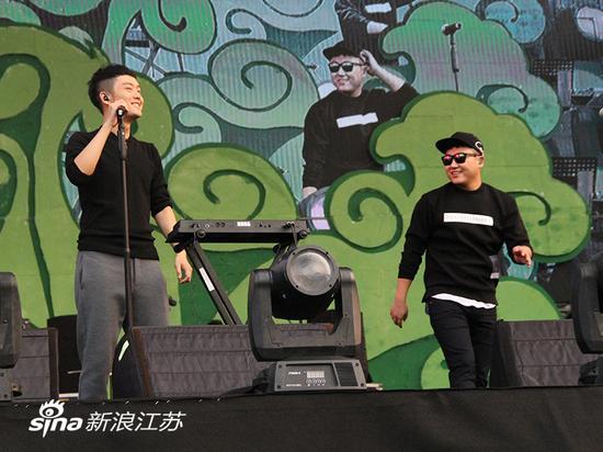 好妹妹逼毛_好妹妹乐队接受新浪江苏采访:南京有一种归属感