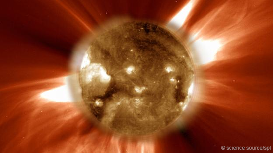SOHO探测器拍摄的太阳爆发景象