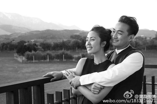 黄磊发文记与妻子相爱20年:点..