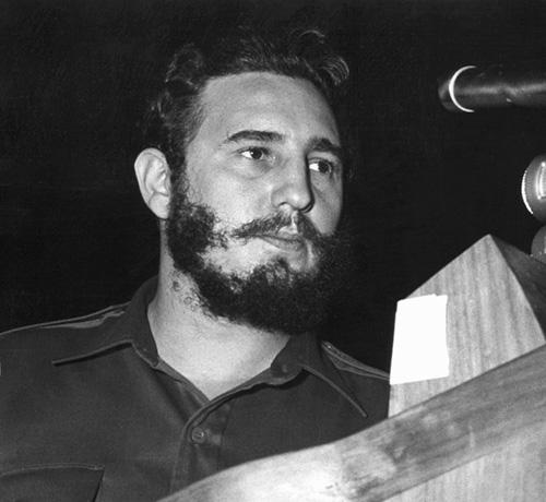 1960年,古巴前领导人菲德尔·卡斯特罗在联合国大会上一般性辩论中的演讲持续了四个半小时,创造了最长演讲纪录。
